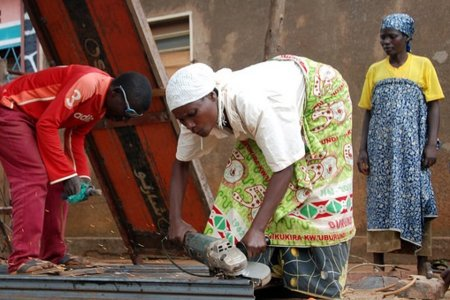 Ex-combatants at work in new job in DRC by UNDP/Aude Rossignol under CC BY-NC-ND.2.0