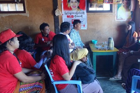 NLD candidate meets the local contact_judithbluepool_(CC BY-NC 2.0)