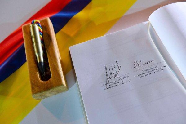 Firma_acuerdo_de_Paz_en_Colombia_by_FAOALC_CC_BY_NC_SA_2.0