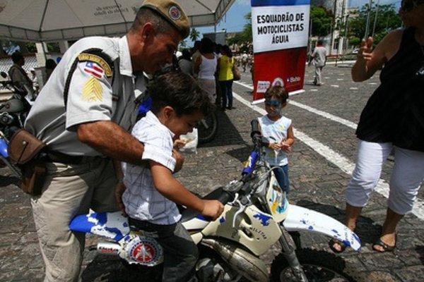 Polícia Militar realiza atividades em comemoração ao Dia das Crianças by Fotos GOVBA with cc license from Flickr