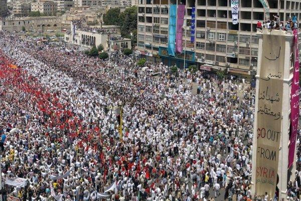 Hama al-Assy Square 2011-07-22 by Syriana2011