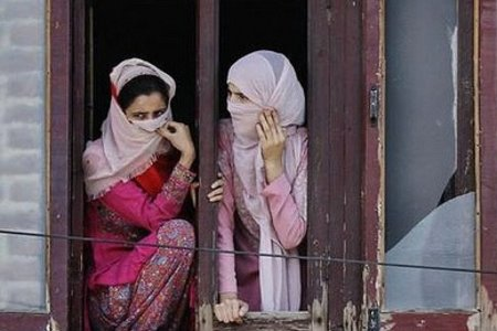 Kashmiri women watching a rally in Srinagar under CC license on Flickr by Kashmir Global